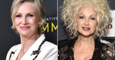 Jane Lynch e Cyndi Lauper estrelarão em uma comédia no estilo 'Golden Girls' para Netflix